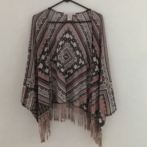 Sweaters - Loose and comfortable kimono w lace detail